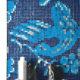Blå mosaik på gästtoalett