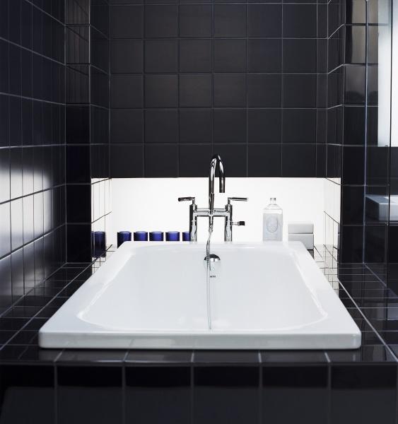 Svart badrum som natten  Badrumsdrömmar