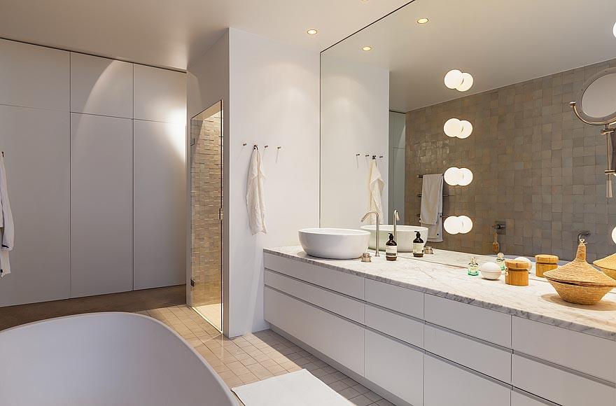 Badkamer Ligte : Duplex Apartments Bathroom
