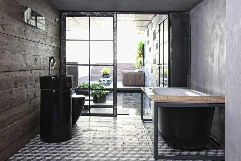 Ute m ter inne i detta grekiska badrum badrumsdr mmar for Greek style bathroom design