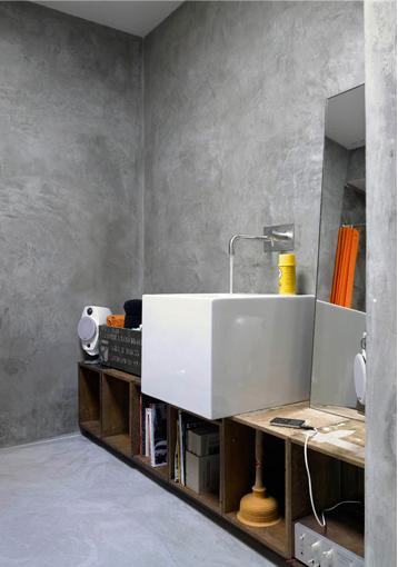 Italienskt badrum i rå betong
