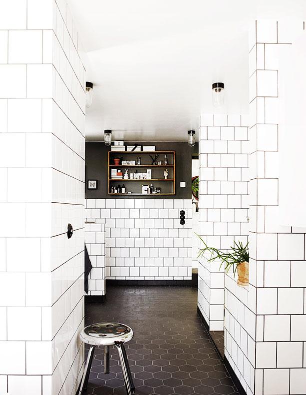 svart/vita symfonier i badrummet