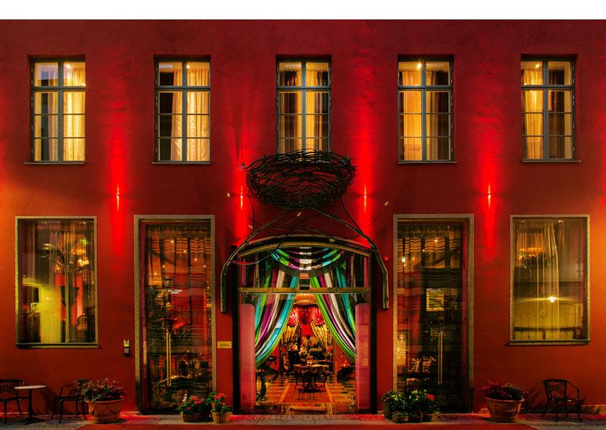 badrum-inspiration_guld-mosaik-lyxigt_hotel-dorsia-goteborg_badrumsdrommar_exterior_850px
