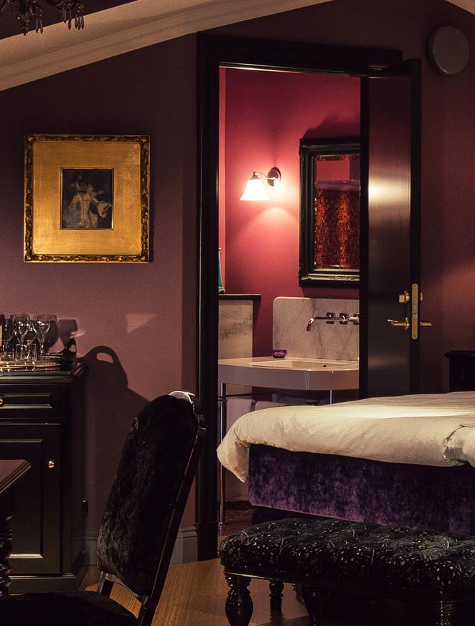 badrum-inspiration_rosa-cerise-guld-lyxigt_hotel-dorsia-goteborg_badrumsdrommar