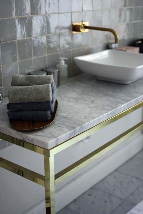 Pärlemor i badrummet på Östermalm