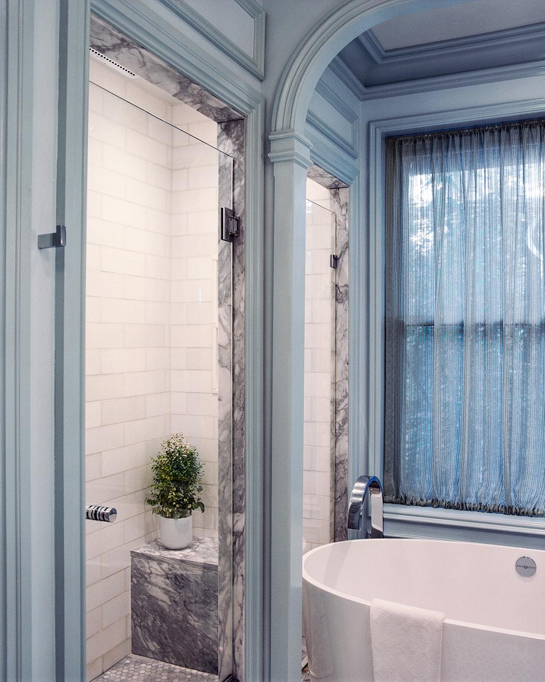Badrum med blå plastmatta ~ xellen.com