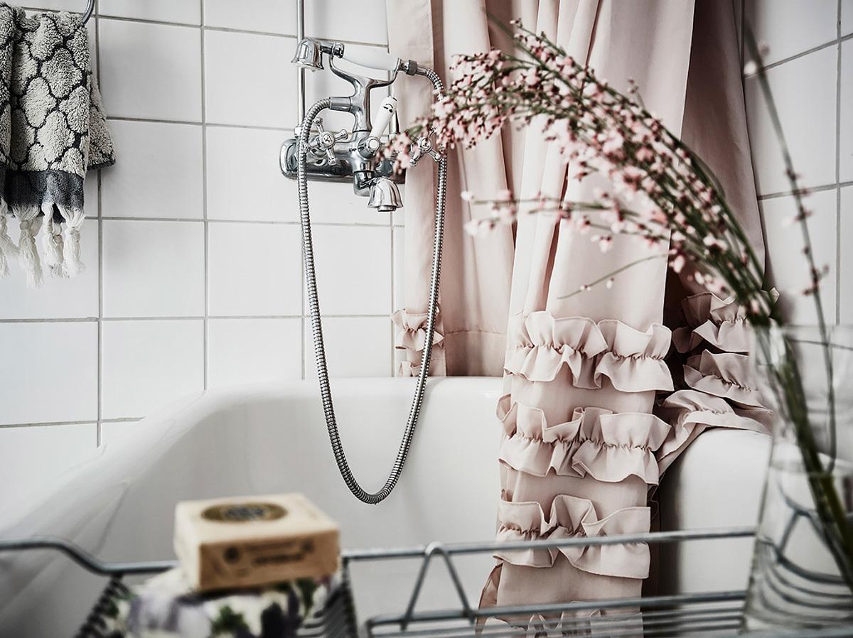 badrum_inspiration_schackrutigt-romantiskt_annacate_photo-anders-bergstedt_badrumsdrommar_duschdraperi_1200px