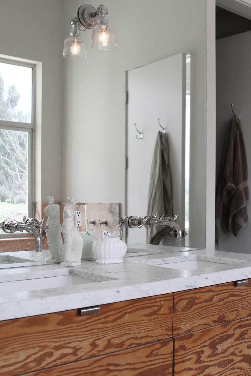 badrum-inspiration_rosa-marmor-badkar_topanga-house_via-apartment-therapy_badrumsdrommar_1