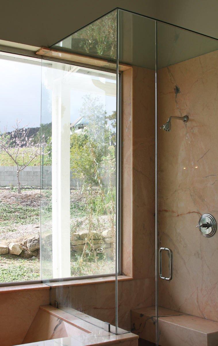 badrum-inspiration_rosa-marmor-badkar_topanga-house_via-apartment-therapy_badrumsdrommar_2