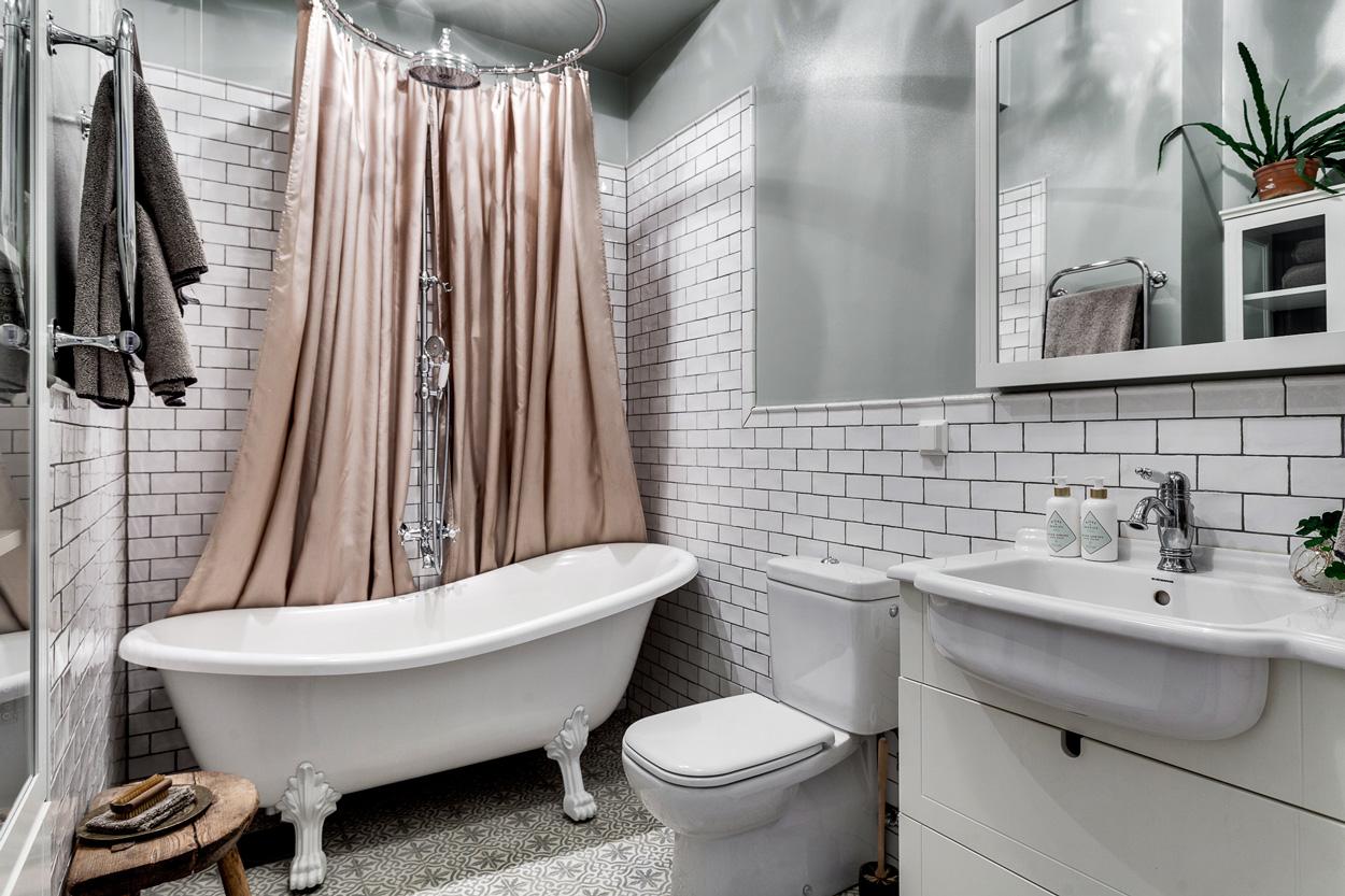 badrum-inspiration_tassbadkar-duschring-romatiskt_marrakech-golv_luntmakargatan_foto-alexander-white_badrumsdrommar_1250px