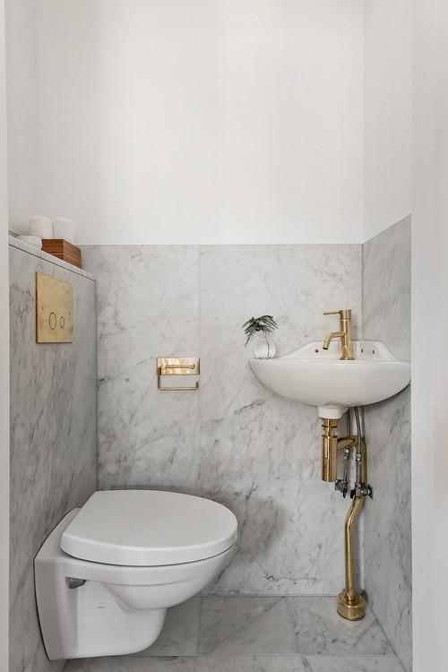 sekelskifte-badrum-inspiration_marmor-massing-toalett_grevgatan25_lagerlinds_badrumsdrommar