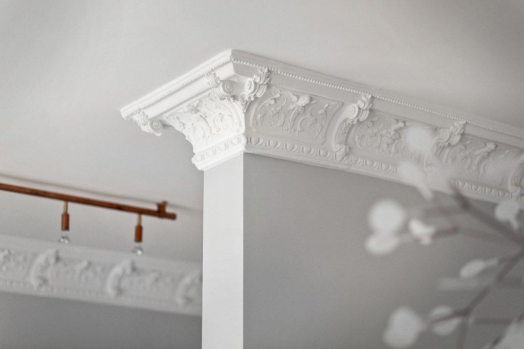sekelskifte-badrum-inspiration_marmor-massing_grevgatan25_lagerlinds_badrumsdrommar_stuckatur