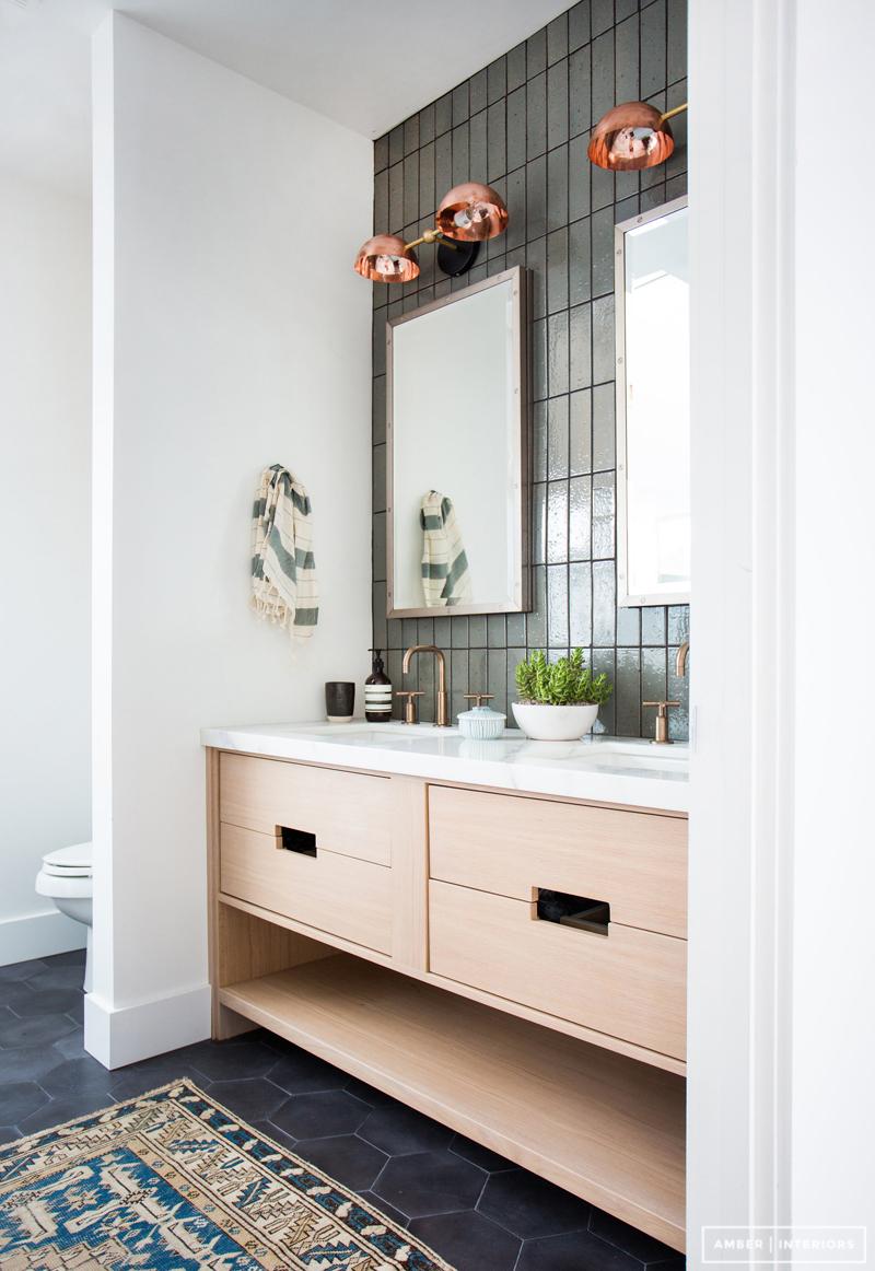 badrum-efter_master-bathroom-after_badrumsrenovering_tvattstall-benstallning_amber-interior-design_foto-tessa-neustadt_badrumsdrommar