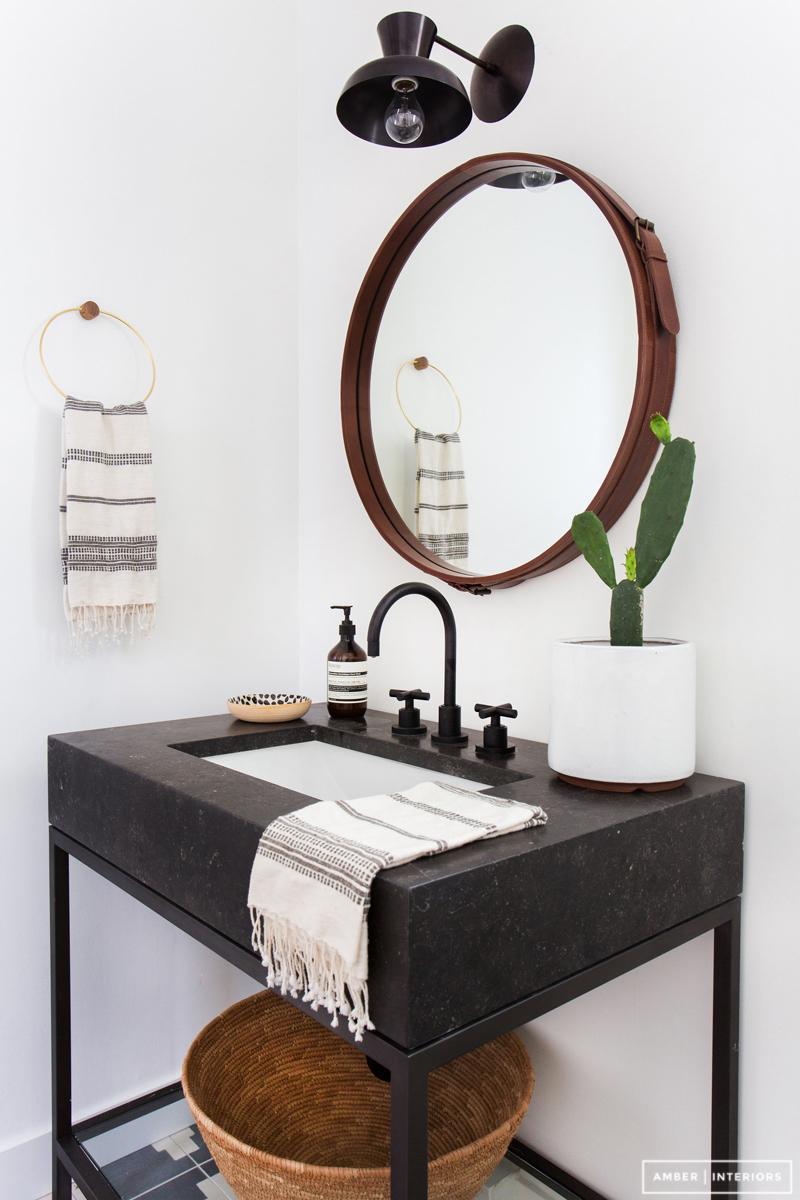 badrum-efter_small-bathroom-after_badrumsrenovering_tvattstall-benstallning_amber-interior-design_foto-tessa-neustadt_badrumsdrommar_2