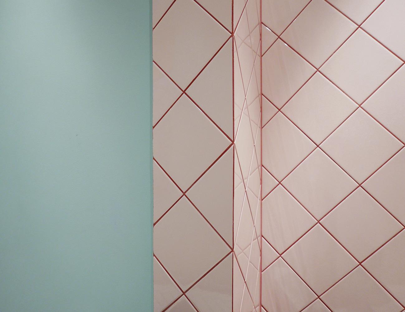 bathroom-inspo badrum-inspiration rosa-turkos-ljusblå kakel diagonal-sättning photo-Tekla-Evelina- eded3256f5e39