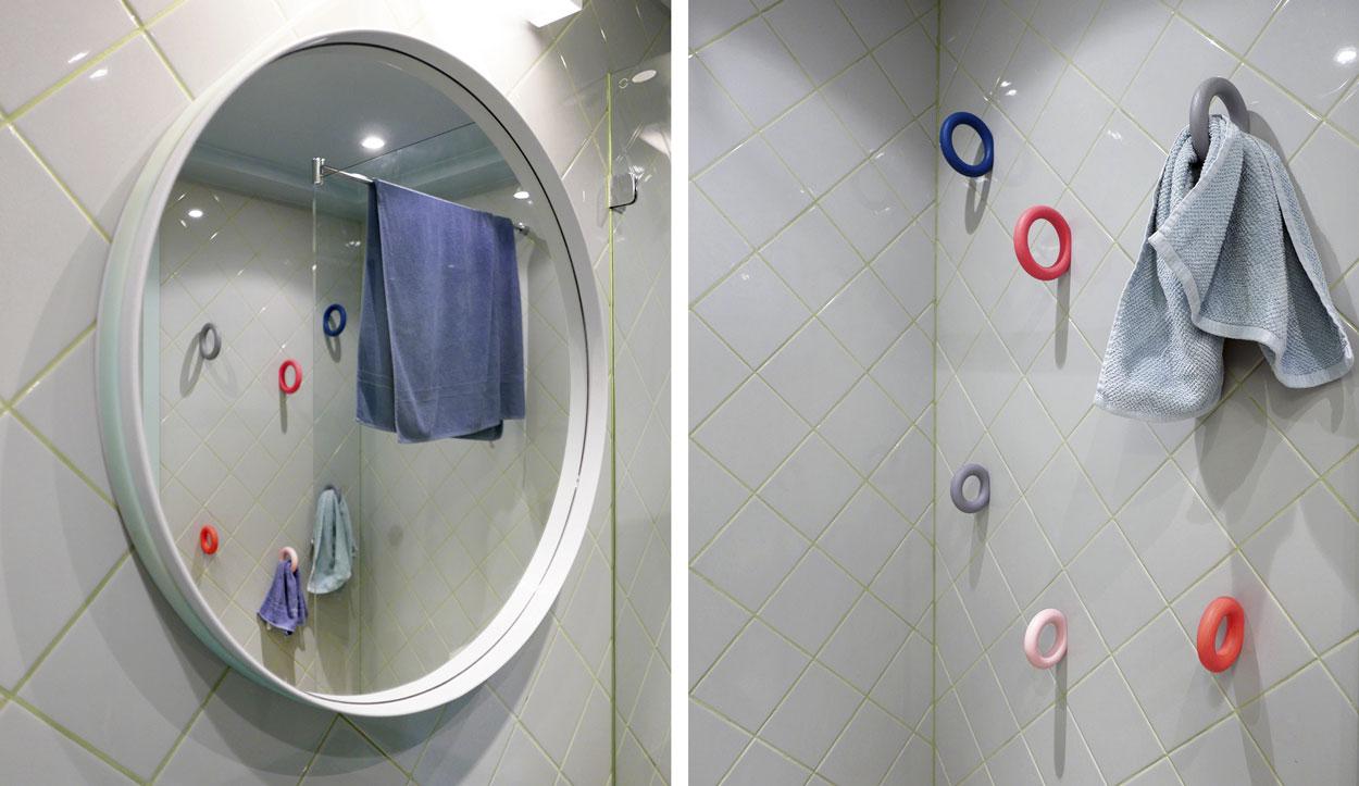bathroom-inspo_badrum-inspiration_rosa-turkos-ljusblå_kakel_diagonal-sättning_photo-Tekla-Evelina--Severin_via-Sign-Unseen_rund-spegel_badrumsdrömmar_4