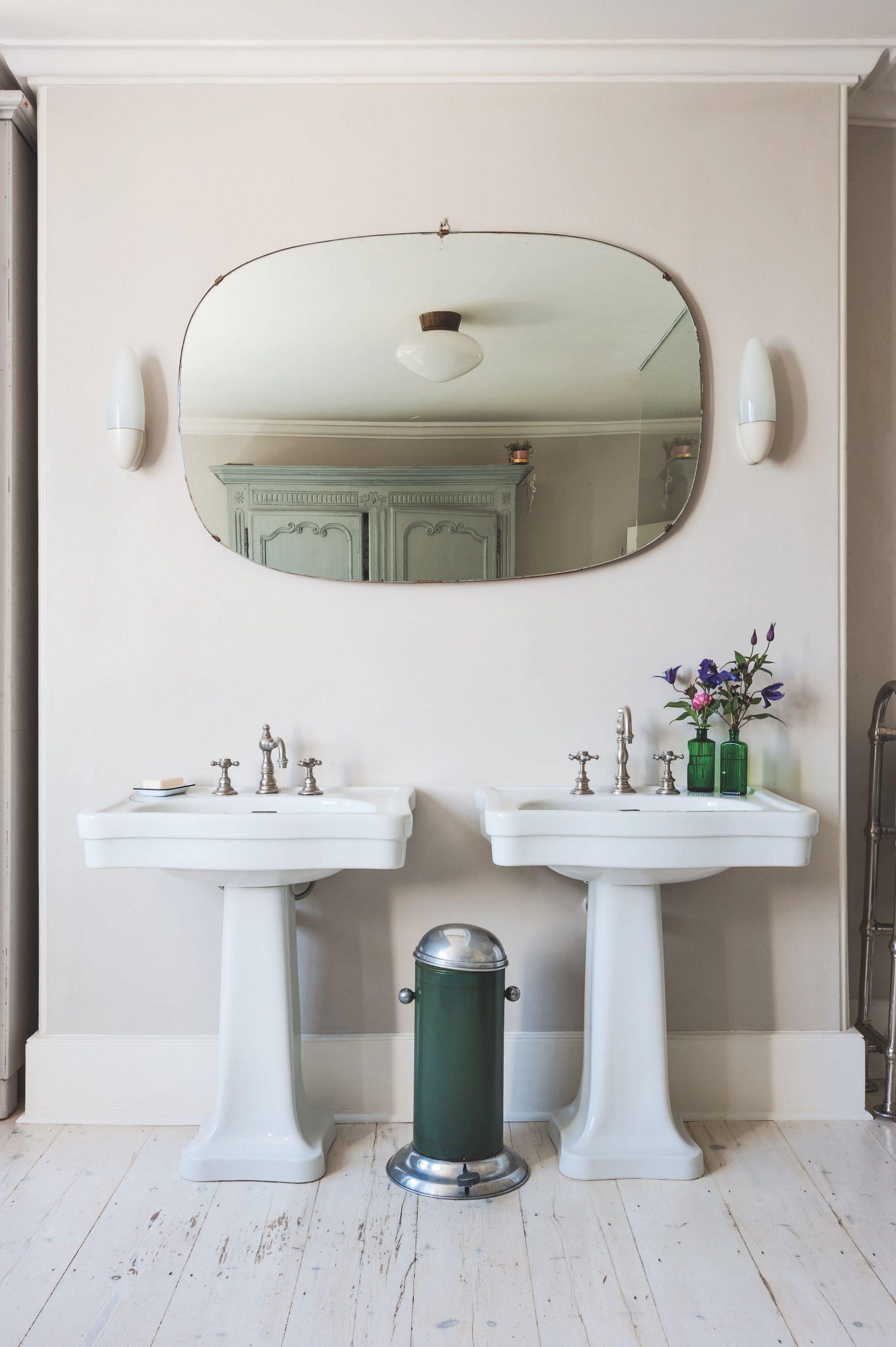 inredning badrum lantligt