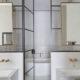 badrumsinspiration beige badrum marmor svart duschvagg industriell elegant badrumsstil design mc crum interior design marylebone badrumsdrommar