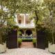 badrumsinspiration charleston carriage house tegelfasad pool tradgard balkong g p schafer architect badrumsdrommar