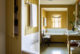 badrumsinspiration lantligt badrum inbyggt badkar toppskiva carrara parlspont forvaring hyllnisch charleston carriage house g p schafer architect badrumsdrommar