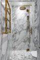 badrumsinspiration klassiskt badrum calacatta dusch massingsdusch fiskbensmonster marmor ostermalm villastaden kladkammare petroleum foto perjansson