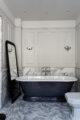 badrumsinspiration klassiskt badrum calacatta halvkaklat badkar med sockel fiskbensmonster marmor ostermalm villastaden master sovrum foto perjansson