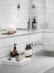 badrumsinspiration planera litet badrum ljust badrum betong vittx inbyggda blandare hyllnisch stor badrumspegel foto katerina dima badrumsdrommar