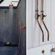 Badrumsinspiration - Trendspaning för badrum och badrumsbelysning i koppar för industriellt badrum