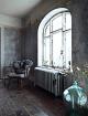 badrum-inspiration-lantligt_badkar-aterbruk-byggnadsvard_vackra-gamla-fonster_foto-Jonas Ingerstedt_via-barnebys_interior_badrumsdrommar